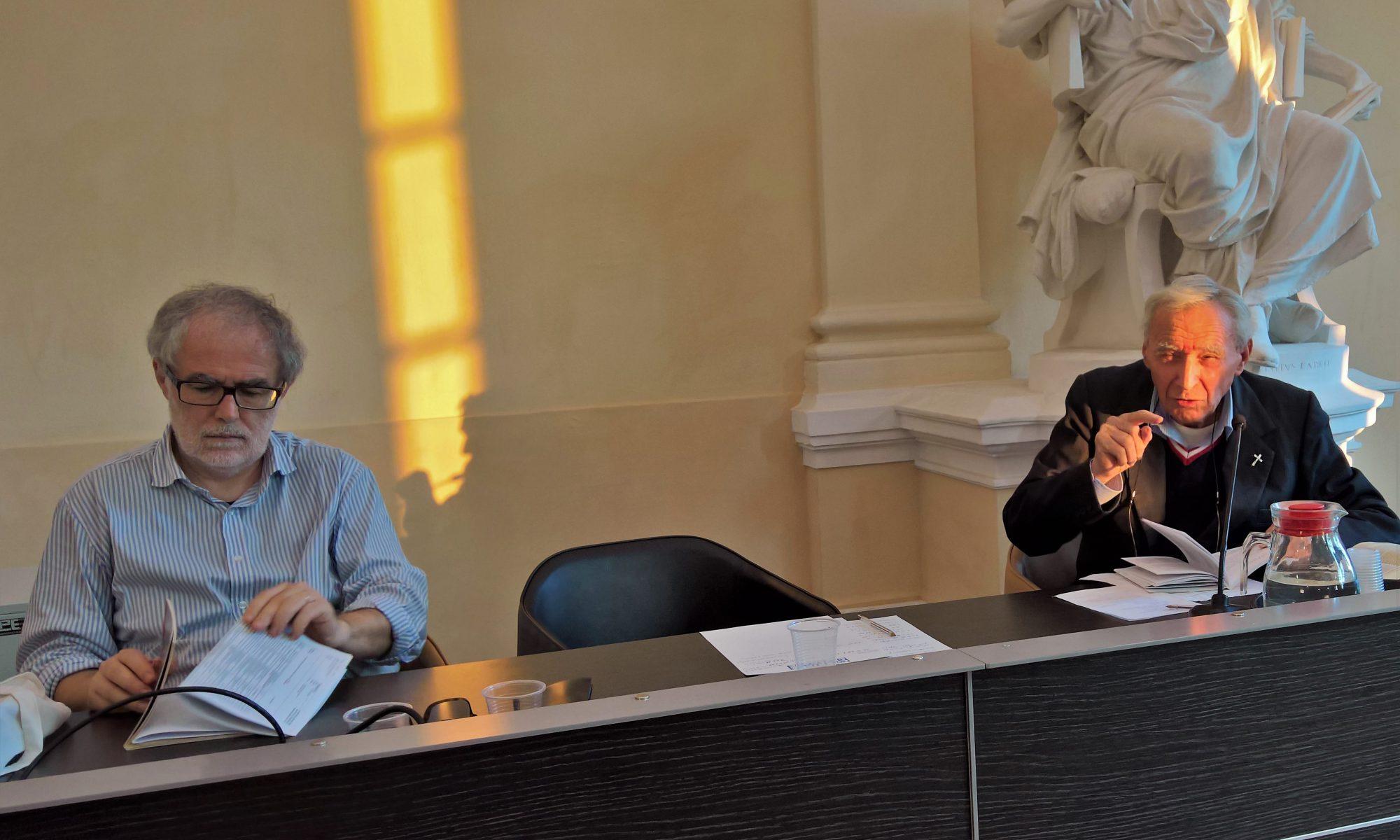 Il professor Leonardo Lugaresi e monsignor Carlo Molari in Malatestiana